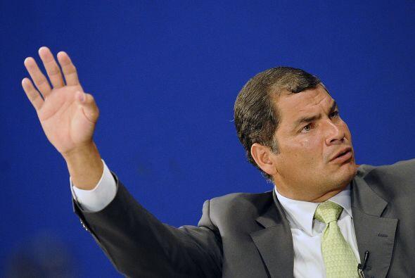 Los ecuatorianos también aprobaron la prohibición de los j...