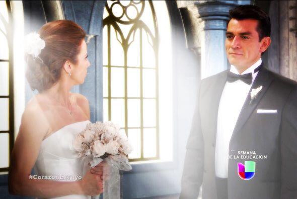 ¿Qué pasa Ana? ¿Por qué estás vestida de novia y al lado de Fernando?