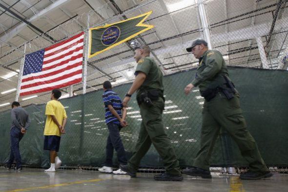 """Texas informó que los migrantes """"liberados"""" tenían una orden para presen..."""