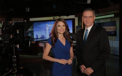 Johana Suárez y Ángel Pedrero, presentadores de 'Noticias 23' 5 p.m.