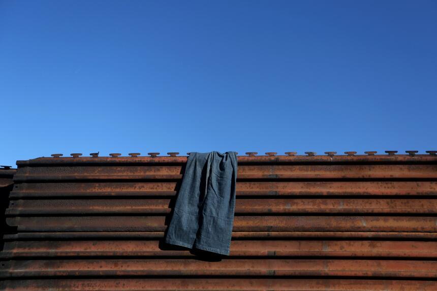 Estas son algunas de las cosas más extrañas que han pasado en el muro en...