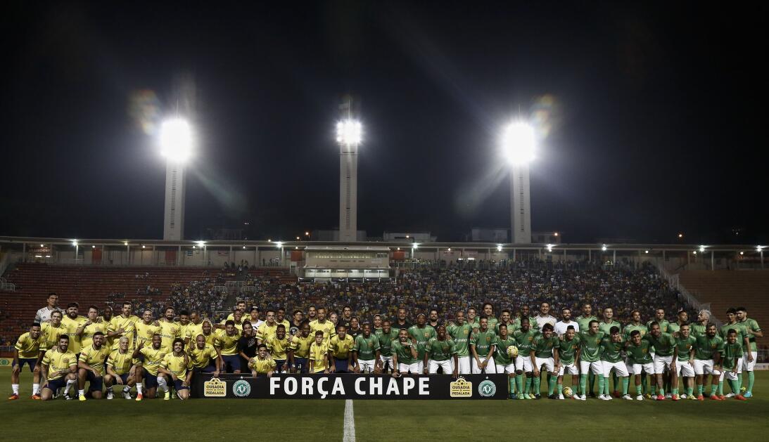 Así se disputó el partido de caridad por las víctimas del Chapecoense Ge...