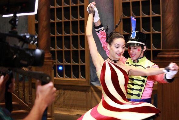 Entre ensayos, bailes y vestuarios de ensueño la producción puso manos a...