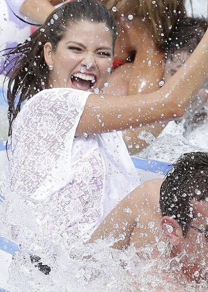 """""""¡Feliz VIERNES!"""", deseó Ana Patricia. (Septiembre 5, 2014)"""