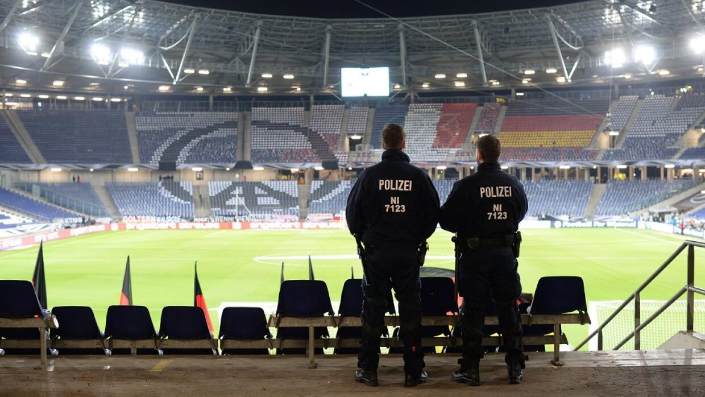 Estadio HDI Arena en Hannover luego de ser evacuado.