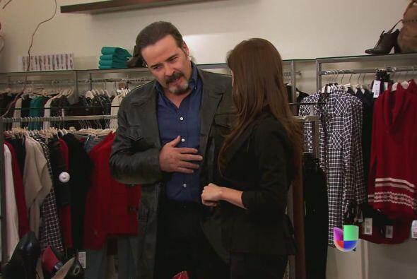 Dionisio se atreve a comprar ropa sensual para Camila, quiere que esa mu...