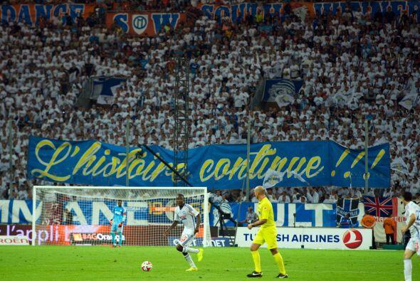 En Francia el Olympique de Marsella levanta la mano con sus 51,858 afici...