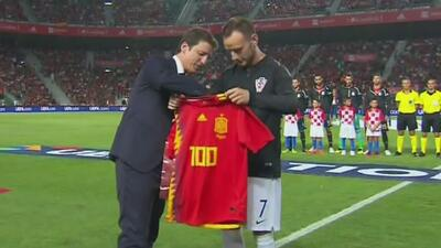 Homenaje a Ivan Rakitić por su partido 100 con la camiseta de Croacia