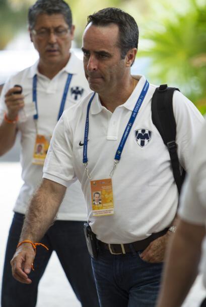 Luis Miguel Salvador presionado por su gestión de fichajes, sólo contrat...
