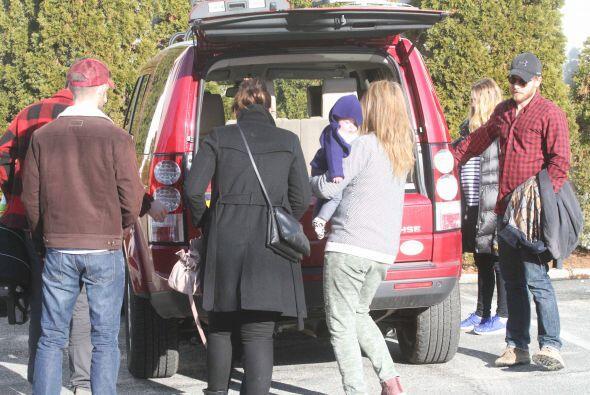 Los anfitriones e invitados se fueron en la camioneta de Will Kopelman p...