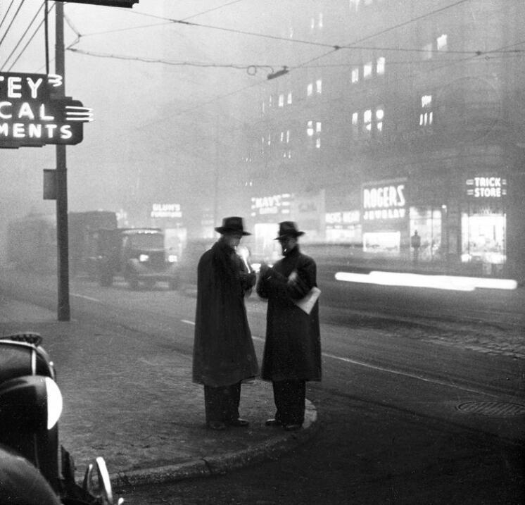 """""""Esquina de las avenidas Liberty y Quinta"""". 1940."""