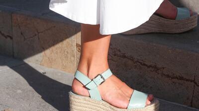 10 sandalias para sobrevivir a las olas de calor (y a los corre corre de una semana de la moda)