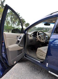 Por dentro la Nissan Murano ofrece lugar para cinco pasajeros, los cuale...