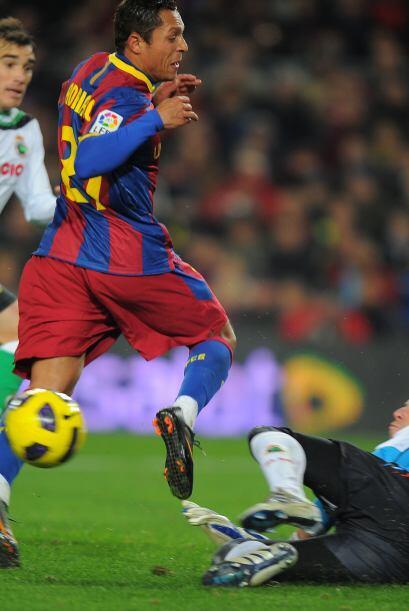 Otro que tuvo su chance fue el brasileño Adriano, bonita jugada colectiv...