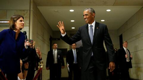 El presidente Obama despidiéndose después de una reunión en el Congreso...
