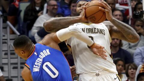 Cousins levantó los codos y golpeó a Russ en la cara.