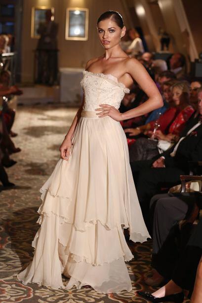 Este vestido luce tan exquisito y delicado como una flor, muy adecuado p...