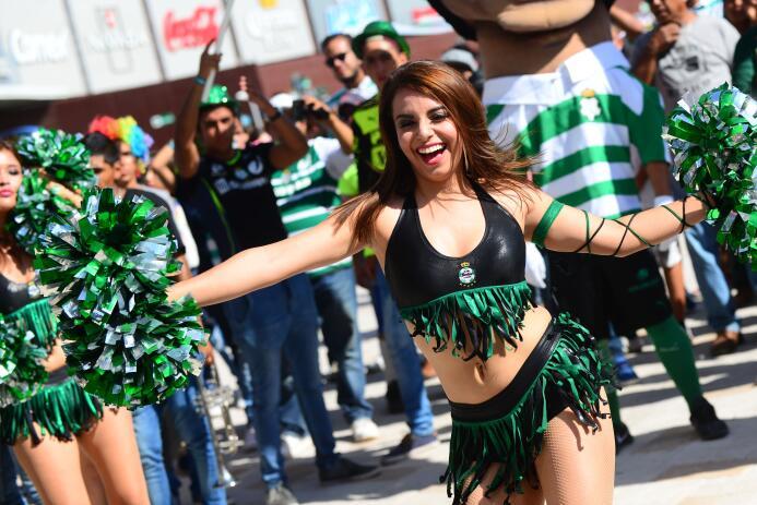 La belleza en los estadios de la Liga MX se hizo presente en una nueva f...