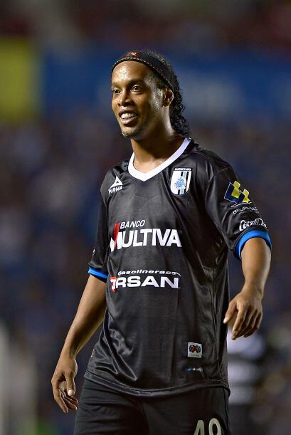 El 11 de enero Ronaldinho visita Ciudad Universitaria cuando Pumas recib...