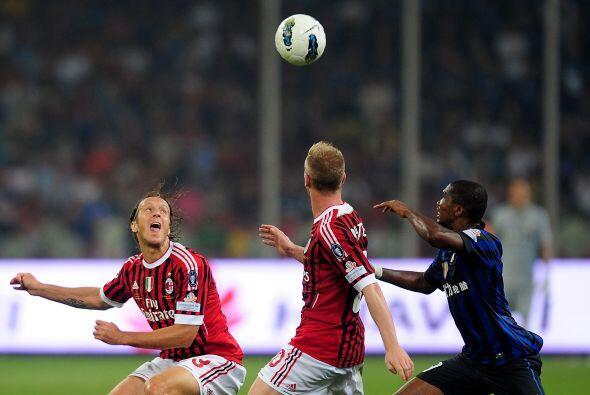 Milan siguió decidido y el premio llegó. El segundo tanto de los campeon...