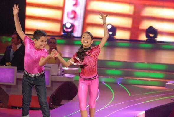 Altahir y Jorge, del escuadrón de los Súper Poderosos, bailaron al ritmo...