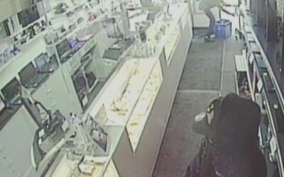 Revelan el video del asalto a una casa de empeño en Hialeah