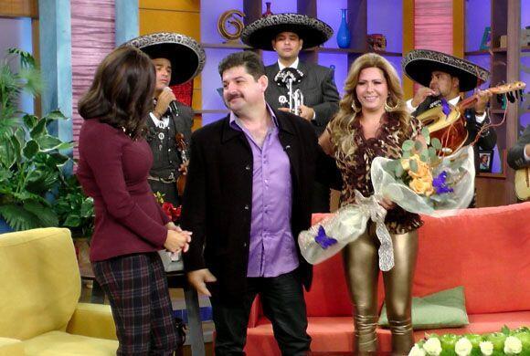 Karla Martínez celebró el bello gesto de amor de este homb...