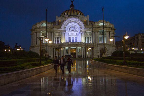El Palacio de Bellas Artes, en la Ciudad de México, con este pais...