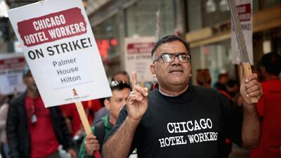 Empleados de la industria hotelera en Chicago completan una semana de huelga que busca mejoras laborales