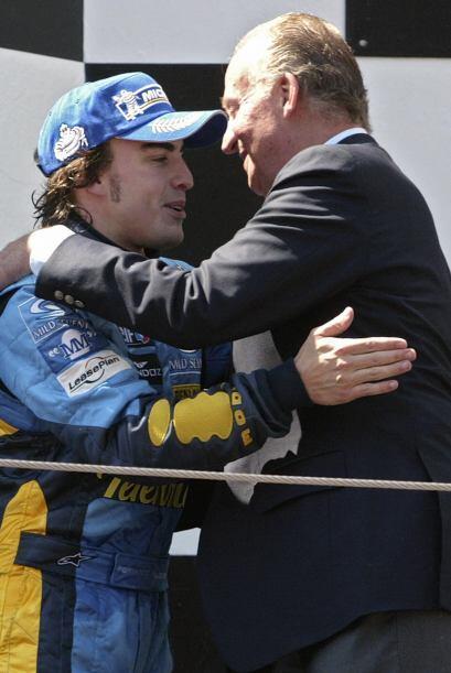 El propio Rey de España fue a saludar a Alonso en el Gran Premio de Barc...