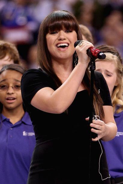 Kelly interpretó el himno maravillosamente, y al final se llevó la ovación.