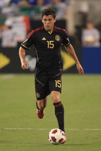 Con un nivel más alto en salario, el mexicano Héctor Moreno roba el baló...