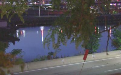 Encuentran un cadáver flotando debajo del puente Macombs Dam en Manhattan