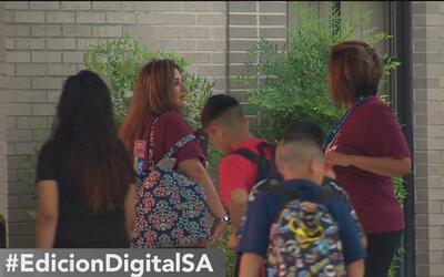 Miles de niños regresan a clases en San Antonio