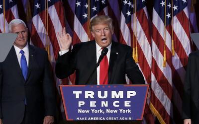 Donald Trump dando su discurso de victoria tras ganar las elecciones.