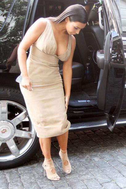 De inmediato se acomodó el vestido.Mira aquí los videos más chismosos.