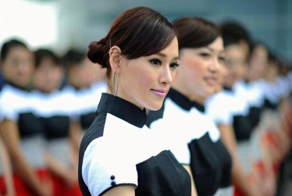 Las chicas chinas iluminaron la pista del Circuito de Shangai.
