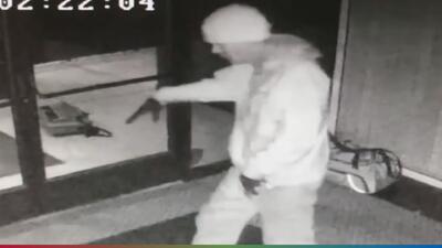 (VIDEO) Ladrón baila como Michael Jackson para celebrar el robo de una tienda y la policía lo descubre