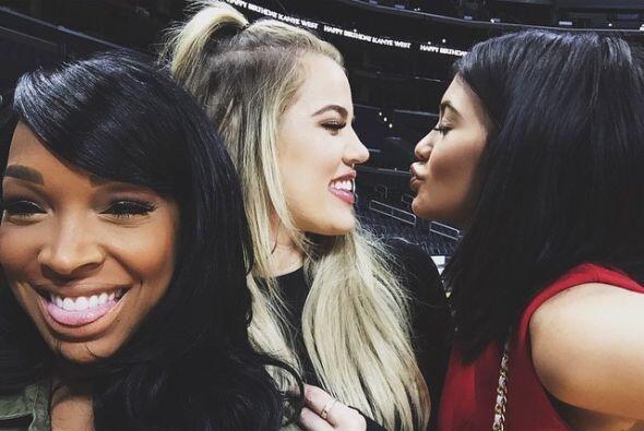A la fiesta privada acudieron las hermanas de Kim y los amigos cercanos...