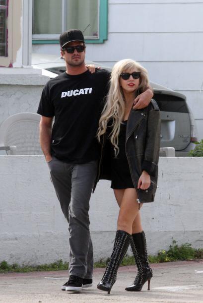 Con él, ella hasta se ve muy bien portadita.