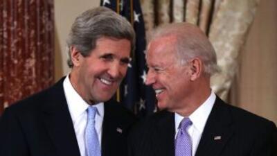 John Kerry, volvió a pronunciar el juramento que ya hizo el viernes en p...