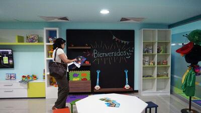 """El espacio fue llamado """"Sala de bienvenida para la niñez mig..."""