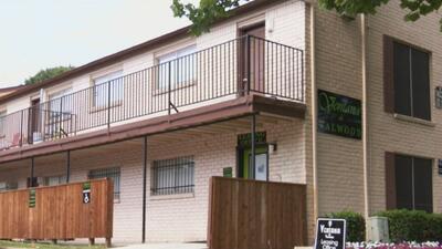 Después de un caluroso mes, habitantes de un complejo de apartamentos de Farmers Branch cuentan con aire acondicionado