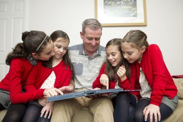 Aquí Katie de diez años, Emily de trece y las gemelas Lilia y Keziah de...