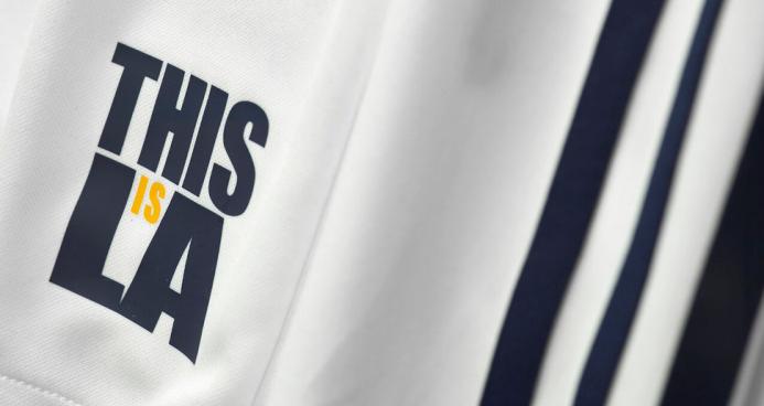 LA Galaxy presenta su nueva camiseta 2016