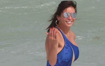 ¿A quién Giselle Blondet invitaba a disfrutar de las olas...