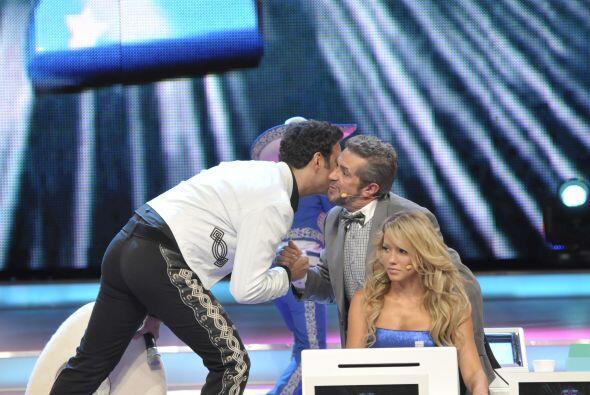 También el Flaco Ibáñez saludó con gran entusiasmo al famoso cantante de...