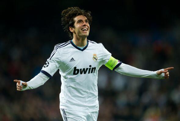 Para el segundo tiepo fue el momento de Kaká, quien se sumaba a la lista...