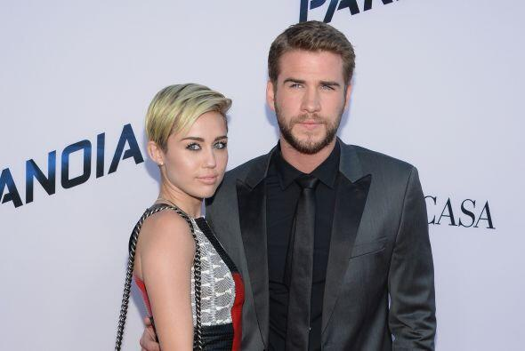 Amigos cercanos a Miley Cyrus y Liam Hemsworth dijeron que ellos están c...