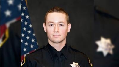 Un agente de policía muerto y una oficial herida en dos tiroteos ocurridos en el norte de California